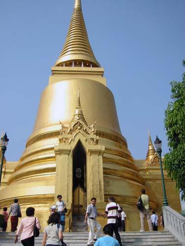タイの寺は絢爛豪華・・・