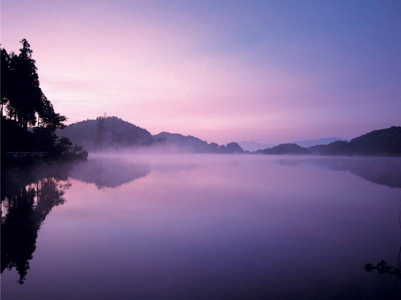 朝靄の玉虫沼:画像