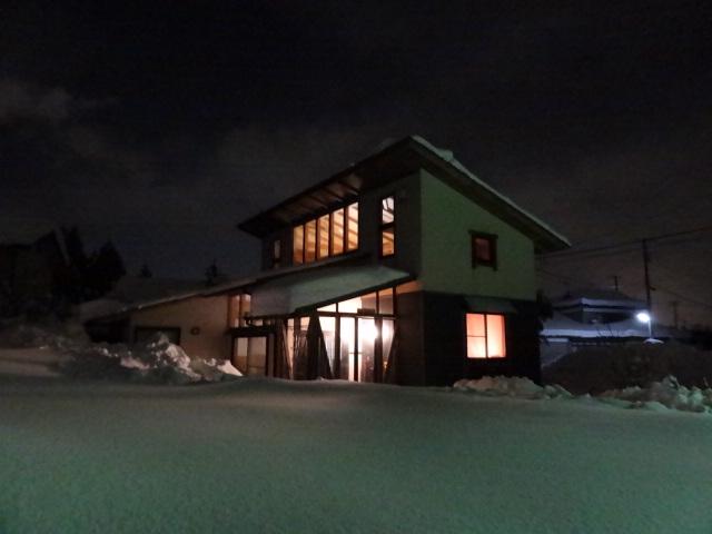 大雪に埋もれる実家。