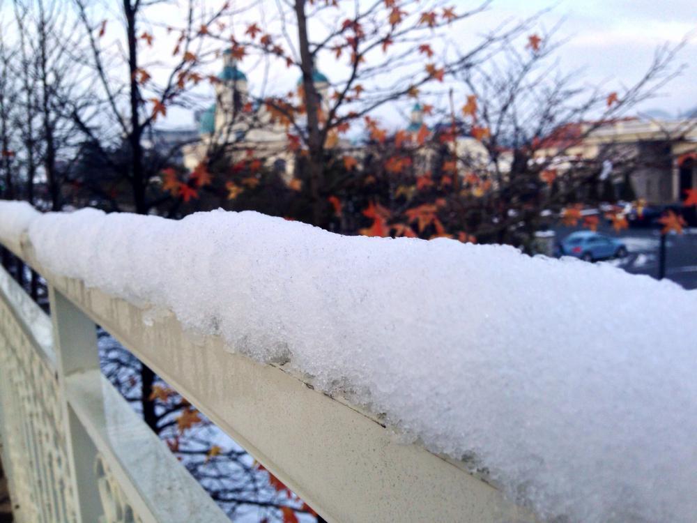白い雪でそまるチャペル|ブライダルサロン アヴェニール