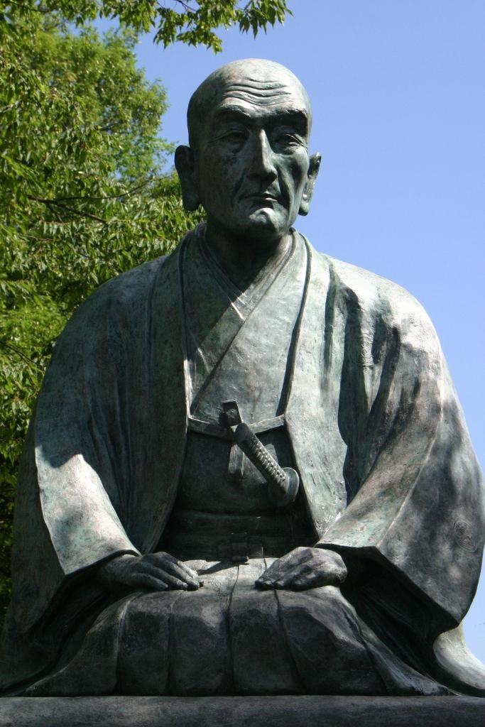 上杉鷹山坐像(松岬神社東隣)【米沢市】:画像