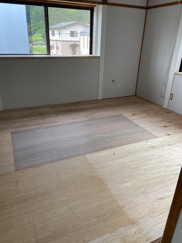 元和室のお部屋の床上げ
