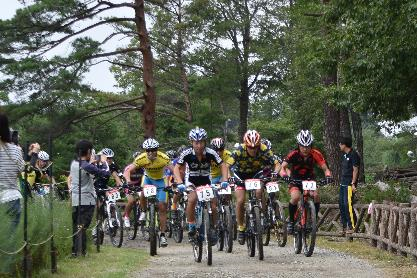 In the 20th dahlia cup mountain bike meeting application reception desk: Image