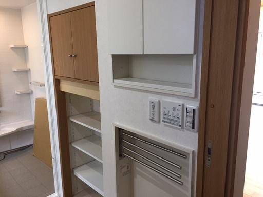 脱衣場の収納スペース