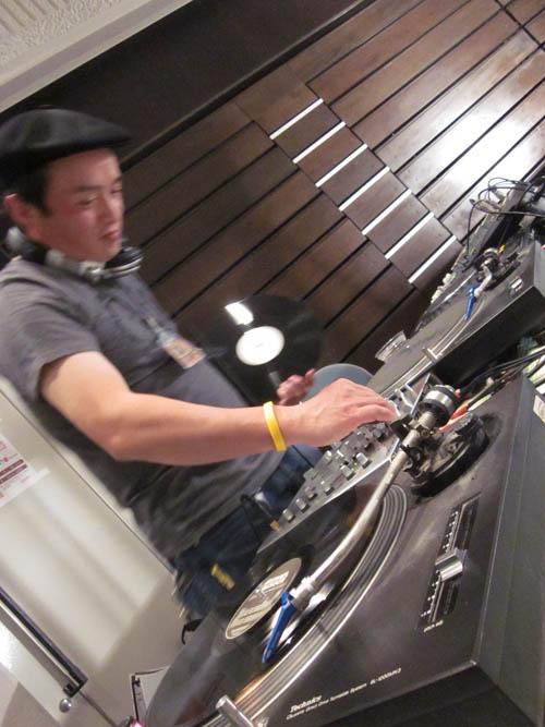 2010/10/12 10:00/NICE DJ!