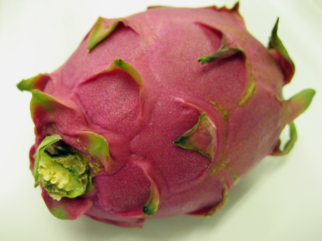 沖縄産熱帯果実《ドラゴンフルーツ》欧米ではピタヤ:画像