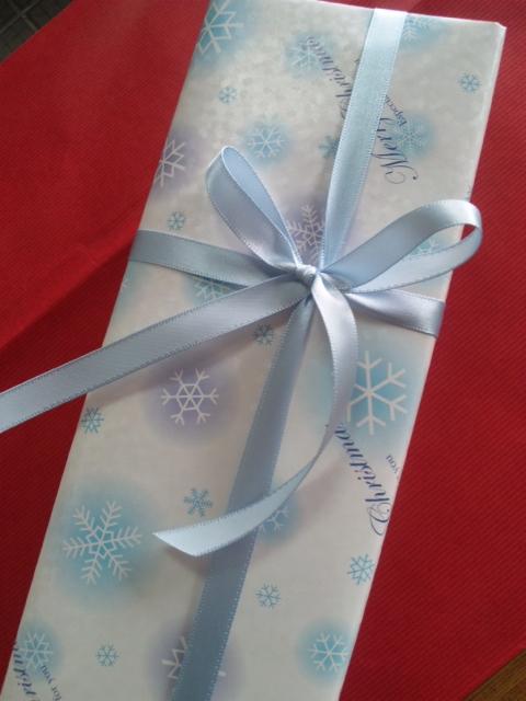 クリスマスプレゼントのラッピング:画像
