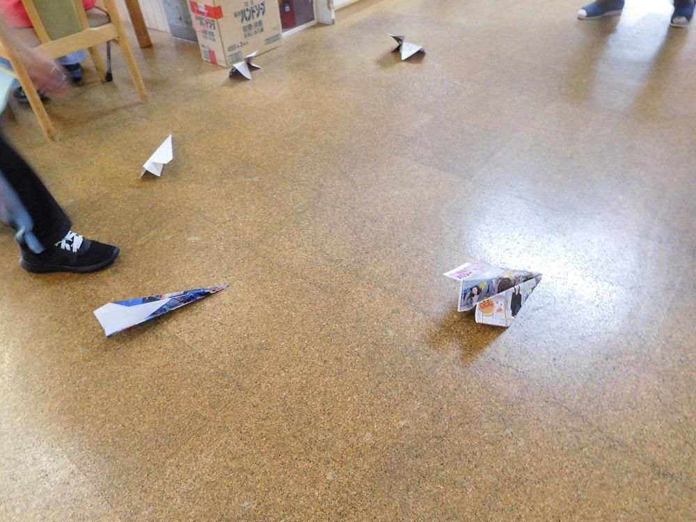 紙飛行機飛ばし大会