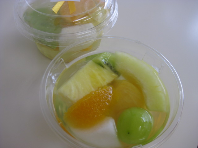 太秋柿が加わってやさしい色合いです♪:画像
