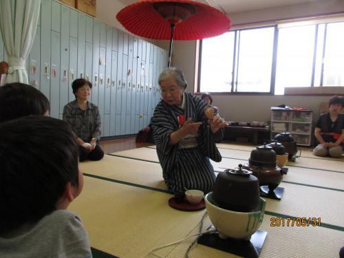 年長組 茶道が始まりました。