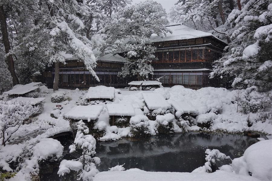 雪の日本庭園をご堪能下さい。:画像