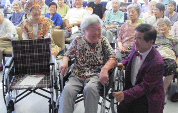 うすゆき会様(上小路 賢様)より車椅子2台寄贈いただきました。