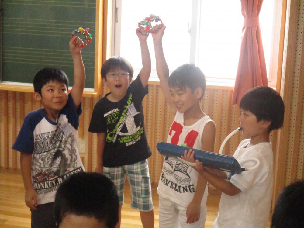 授業参観・鉛筆の持ち方研修会が行われました。