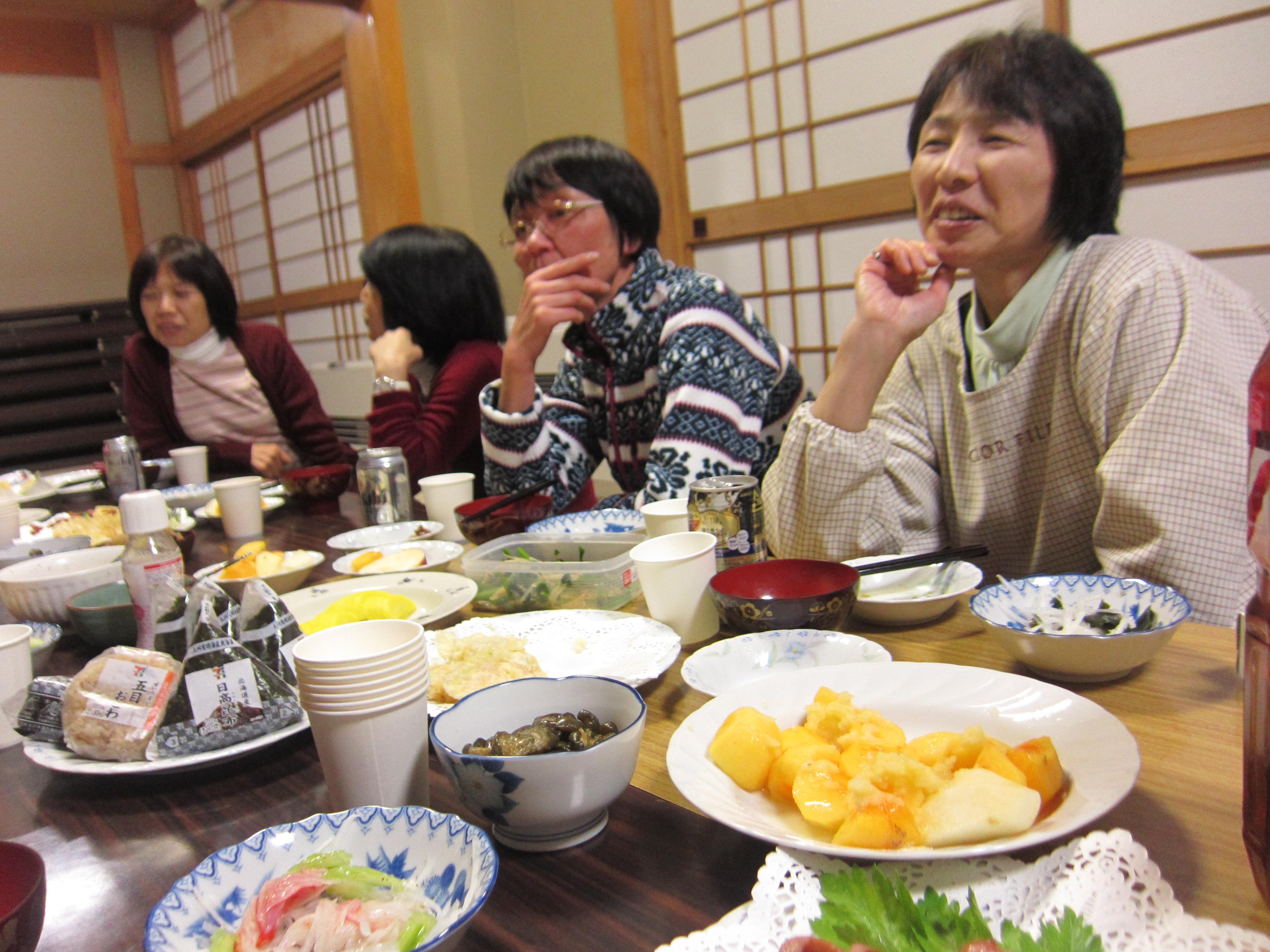 いちごクラブ芋煮会(白椿地区公民館):画像