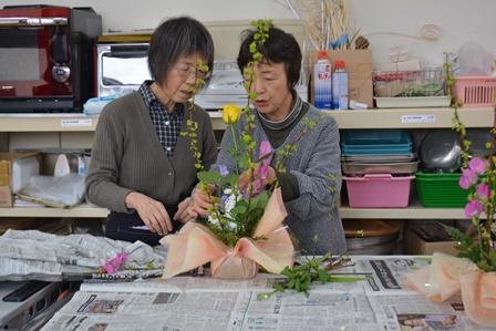 東部地区「生花教室」閉級式:画像