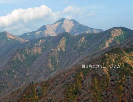 2011/04/26 05:33/【朝日町から見える大朝日岳VP33】33.中沢峰頂上