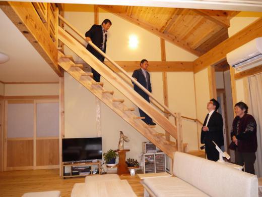 足を痛めていた藤波さんもゆったりと登れる階段でした/