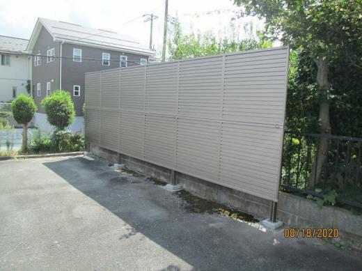 防風フェンスの施工/