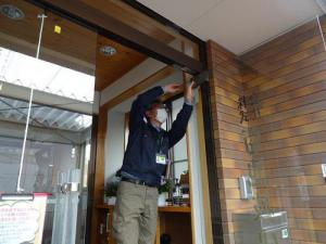 「事務所の玄関ドア調整」の画像