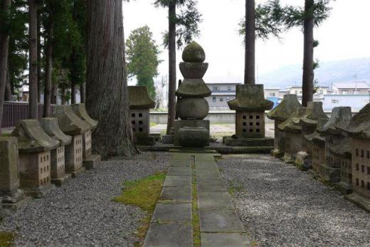 林泉寺米沢・武田家の墓/
