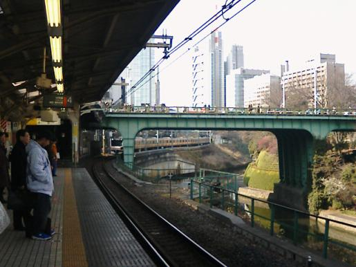 2009/02/05 23:03/ちゃらちゃら流れる御茶ノ水。
