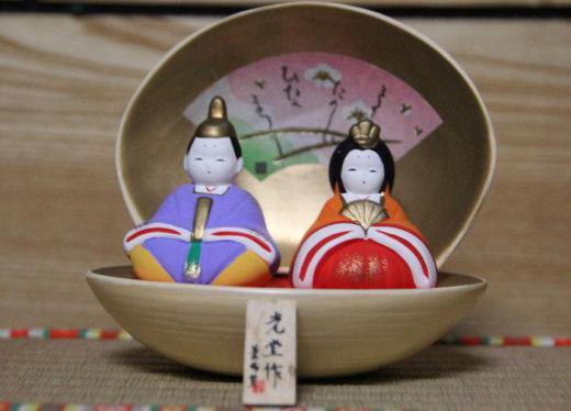 3月3日はひな祭りの日です 東京に住む娘の子どもの一人が女の子です 高校生となりもうひな祭りの年齢でなくなりました きっと雛人形も飾っていないでしょう 桃の節句です 桃の花でもかざりましょうか/