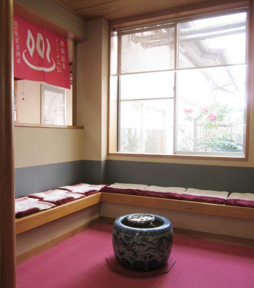 2011/06/04 07:20/お風呂入口前の休憩所について
