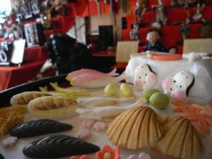 「伝統の職人技 雛の飾り菓子」の画像