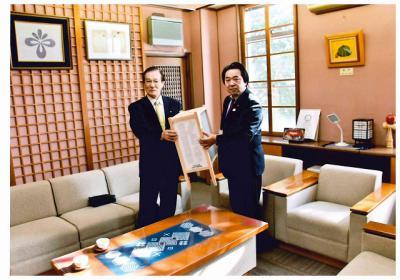 「長井市へ行燈を贈呈しました」の画像