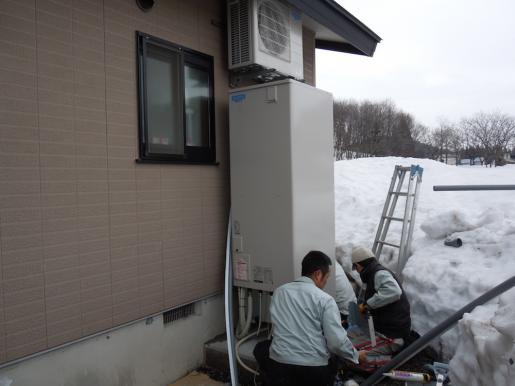 2012/04/04 12:07/エコキュート工事