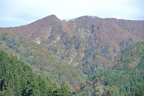 「瀬見温泉から観た紅葉(10月23日(火))」の画像