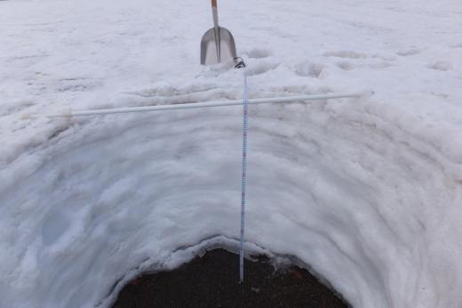 白川湖パークゴルフ場 ただ今の残雪95cm。/