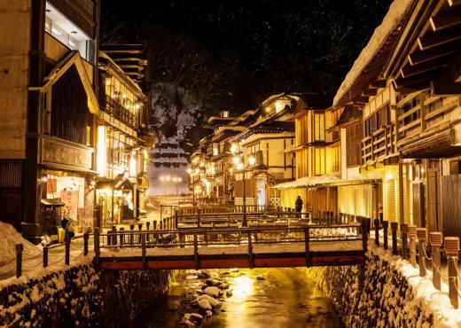 【1/11〜2/24】天童温泉から行く、銀山温泉Twilight Trip <日帰り直行バスツアー>/