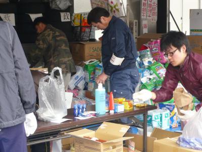 「3月25日 救援物資の仕分けです」の画像