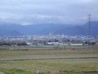 今朝の山形市内と水仙の花/