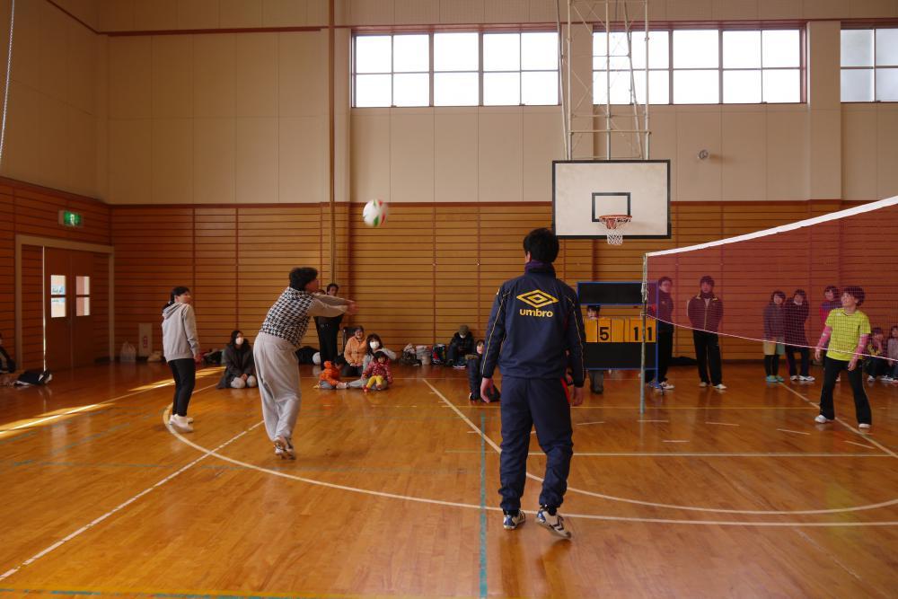 男女混合ソフトバレーボール大会