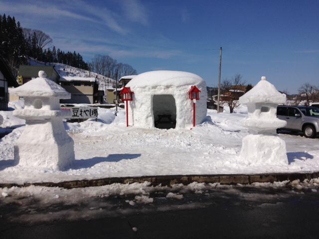 雪灯籠作り