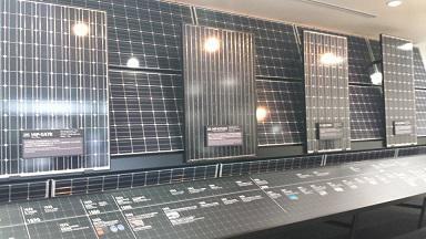 太陽光パネルの工場研修/