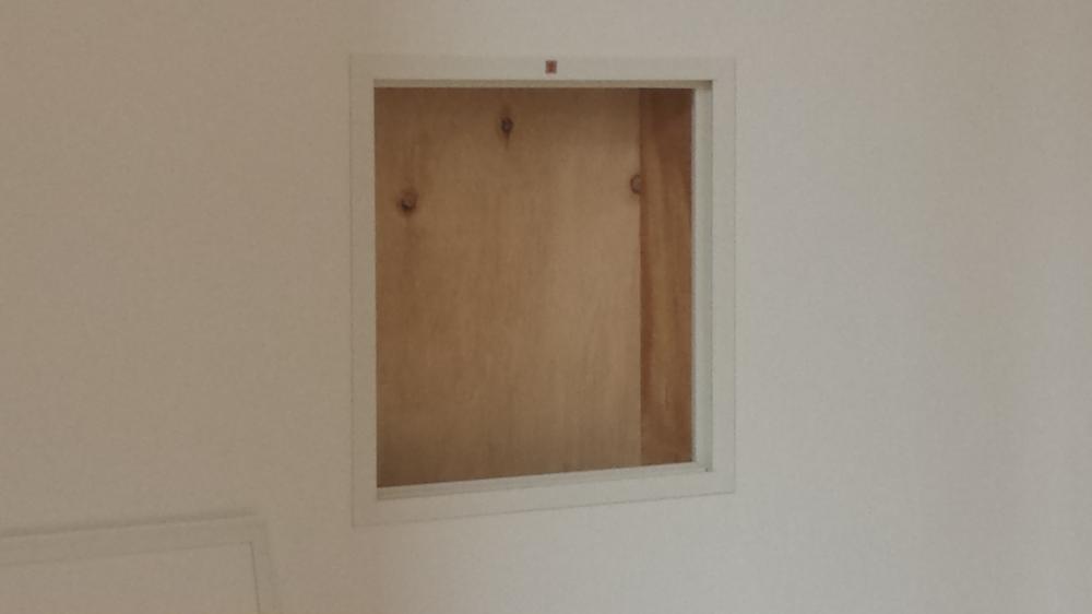 壁の中にも点検口:画像