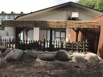 露天風呂の屋根掛け工事完了!!