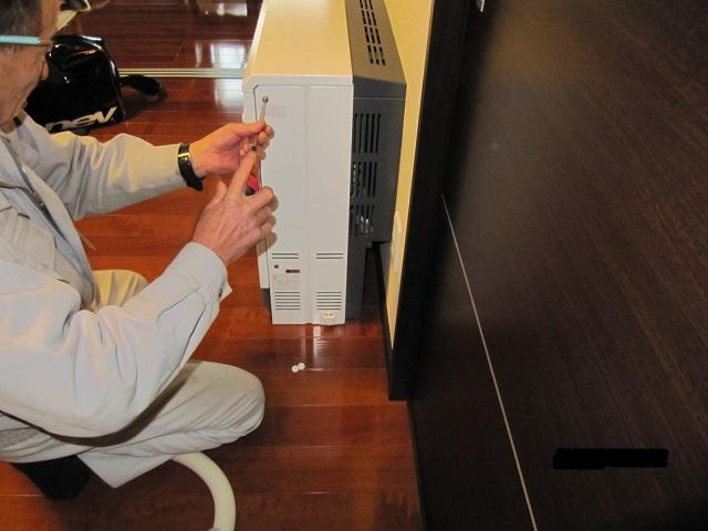 蓄熱暖房機のお掃除方法:画像