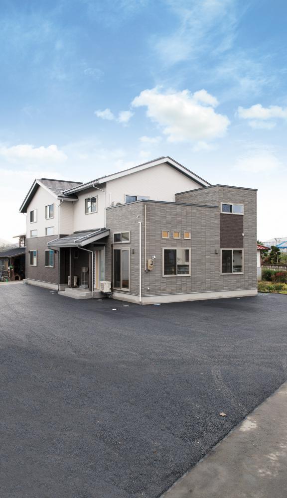 大家族のライフスタイルを尊重した同居型二世帯住宅:画像
