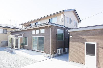 デザインの共有した車庫付同居型二世帯住宅:画像