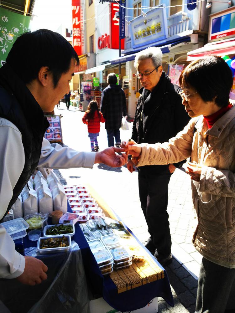 飯豊米ネットワークの店頭販売。