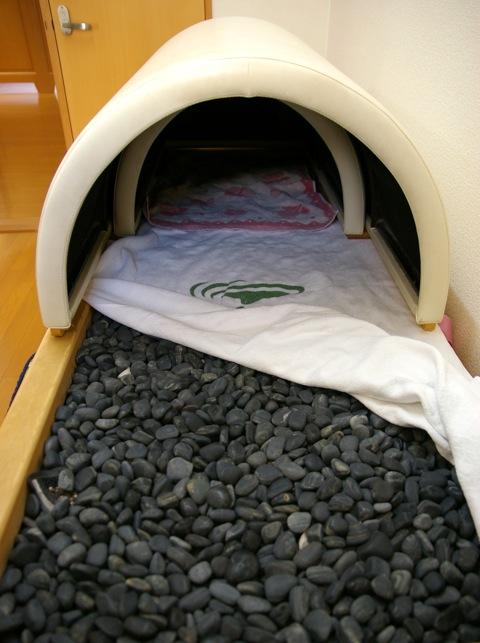 2010/06/03 20:58/温熱療法(秋田県玉川温泉の岩盤浴)