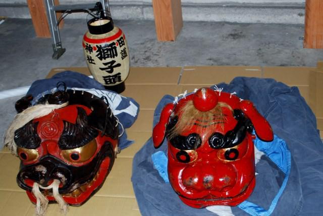 川西町下奥田の田護神社追い獅子人形製作