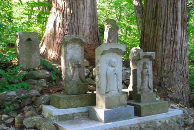 白布温泉の源泉神社