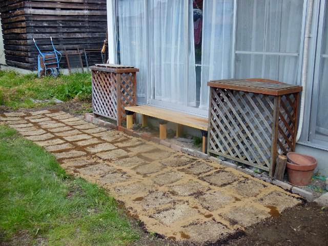 芝生の植え付け完成