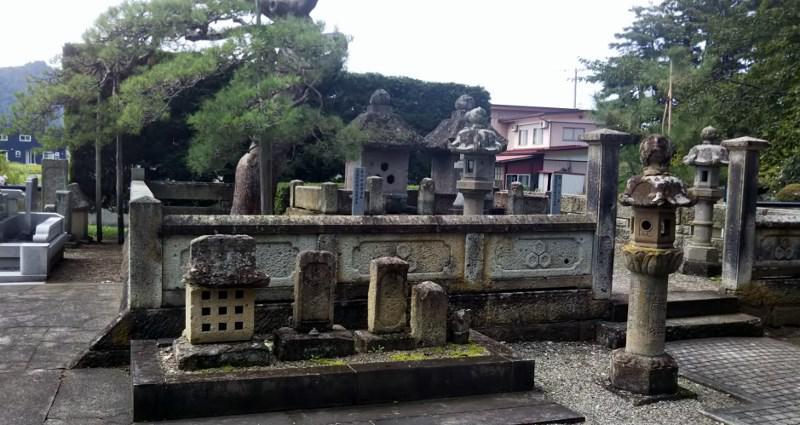 米沢林泉寺直江兼続夫婦の墓