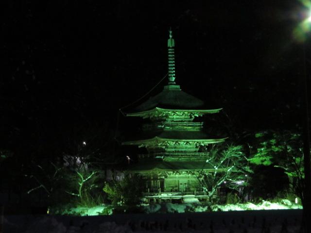 三重塔をライトアップします:画像